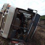 Ônibus com trabalhadores rurais tomba e deixa vários feridos na PR-170